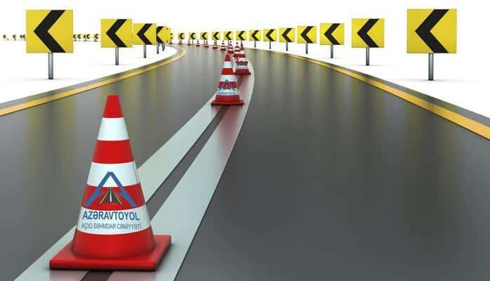 На двух главных автомагистралях Азербайджана наносится дорожная разметка