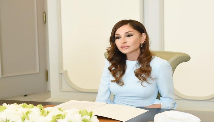 """Heydər Əliyev Fondunun prezidenti Mehriban Əliyeva """"Üzeyir Hacıbəyli"""" fəxri medalı ilə təltif edilib"""