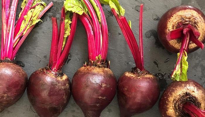 """Bağışıklık sistemimizi güçlendiren mucizevi sebze """"kırmızı pancar"""""""