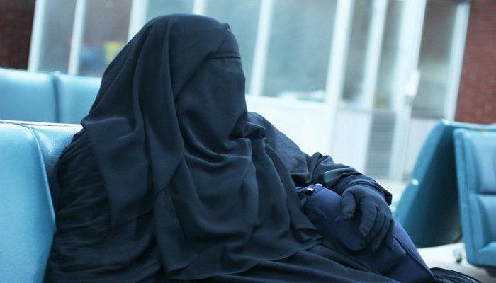 """Bakı polisi qara niqabda """"kişi"""" əli olan insanın kimliyini müəyyənləşdirdi"""