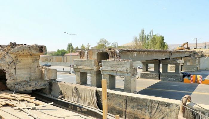 В Баку демонтируется ж/д мост на Хырдаланской дороге