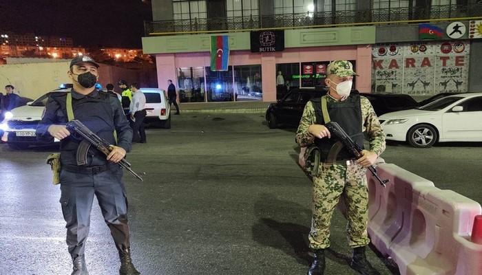 Bakıda polis komendant saatını pozan avtomobilə xəbərdarlıq atəşi açıb