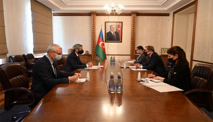 Глава МИД Азербайджана  встретился с послом Франции