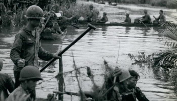 ABŞ ordusu Vyetnam müharibəsi haqqında kitab üçün müəllif axtarır