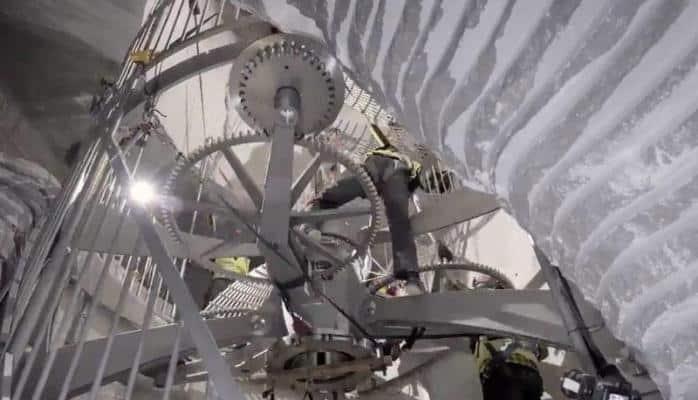 Amazon korporasiyasının sahibi Ceff Bezos 10 min il çalışacaq saat inşa etdirir