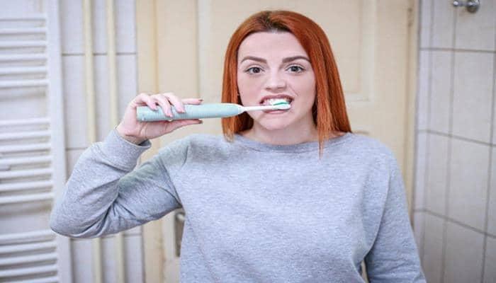 Почему зубы могут поменять цвет