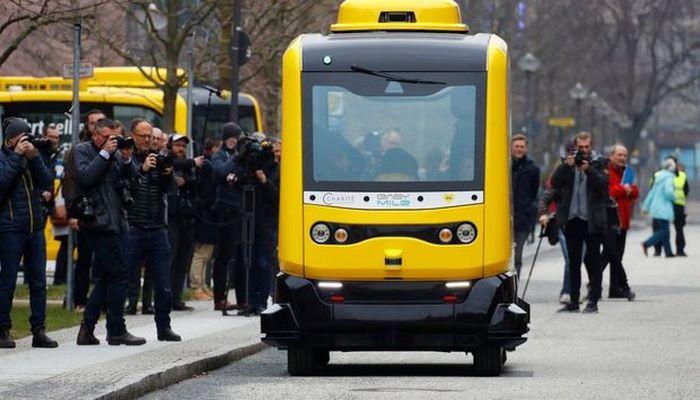 Berlində sürücüsüz hərəkət edən pulsuz elektrobuslar işə başlayır