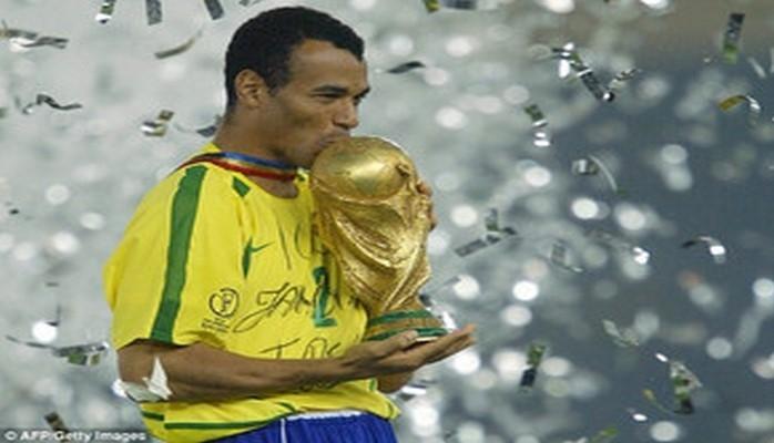 Бразильский двукратный чемпион мира по футболу приедет в Баку