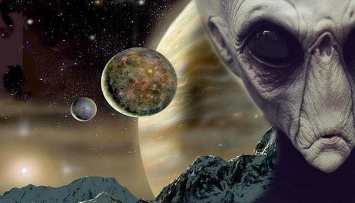Bilim adamları, ayın dünyayı takip eden  akıllı bir makine olduğuna inanıyor