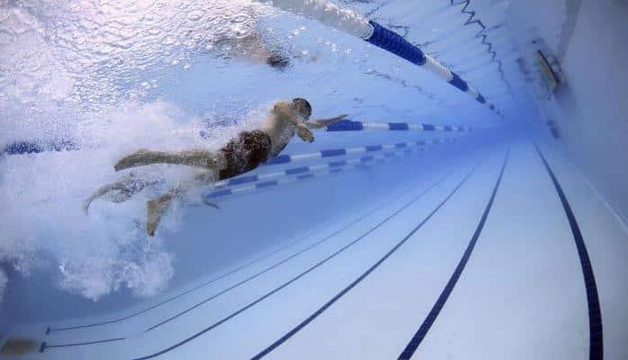 Медики сообщили, чем полезно плавание