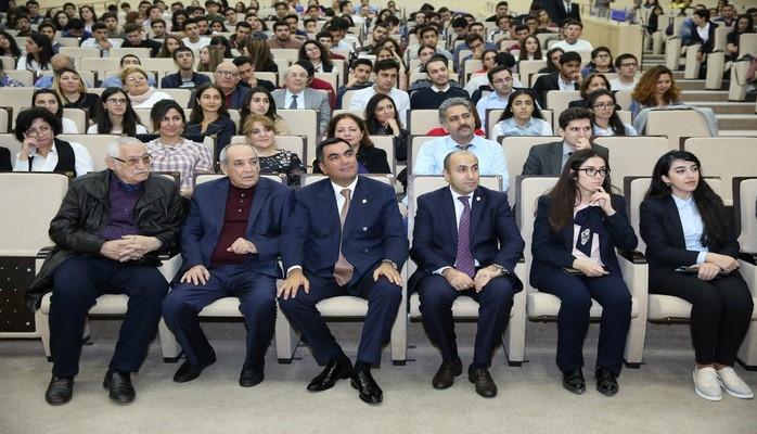 """Bakı Ali Neft Məktəbində """"Nəsimi"""" filmi nümayiş etdirilib"""
