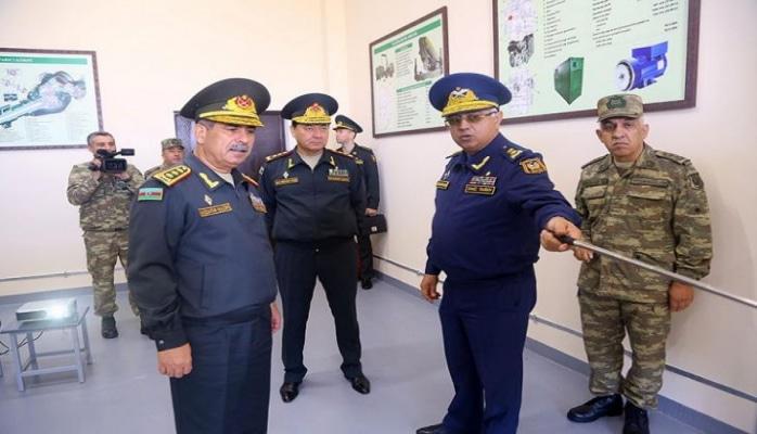 Müdafiə naziri HHQ-nin yeni RLS-nin idarəetmə məntəqəsinin açılışında iştirak edib