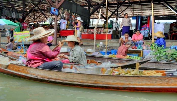 Dünyanın En İlginç Pazarlarından Birisi: Yüzen Market, Tayland