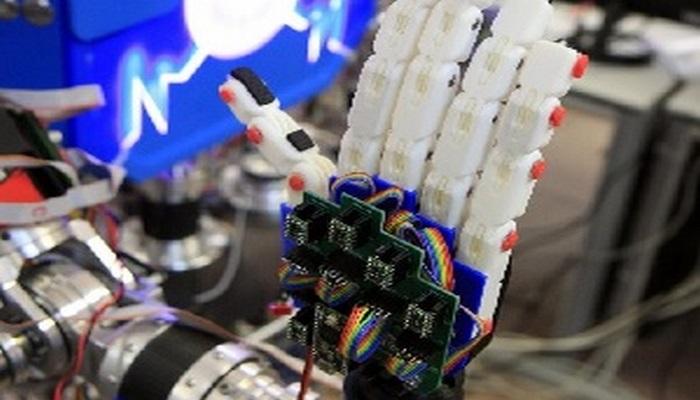 Yeni insanabənzər robot jest dilində danışır