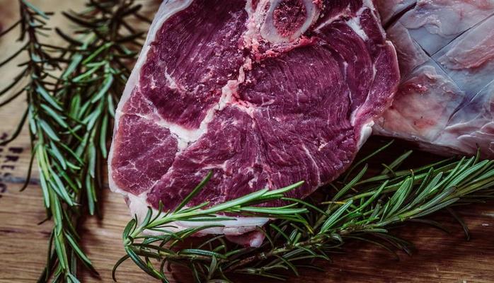 Ученые рекомендуют снизить потребление красного мяса до 14 грамм в день