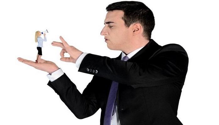 Как вести себя с высокомерным человеком?