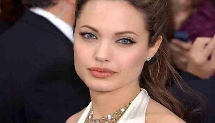 Обнародован архивный снимок Анджелины Джоли