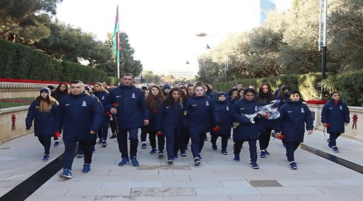 Представители АФФА посетили Аллею шехидов