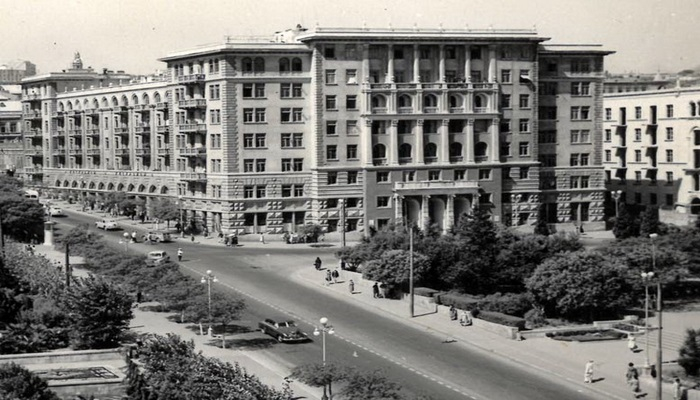 """Бакинский """"Монолит"""" сквозь года (ФОТО)"""