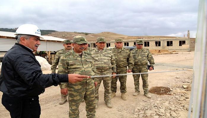 Министр обороны Азербайджана осмотрел ряд строящихся военных объектов