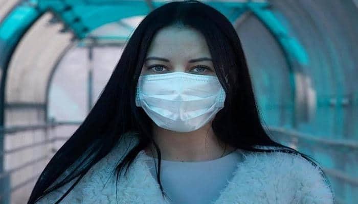 Эксперты оценили возможность жизни коронавируса на волосах человека