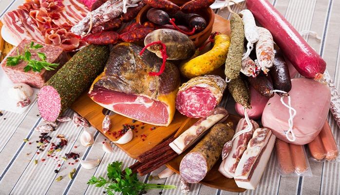 Любимая нами колбаса вызывает онкологию молочных желез у женщин