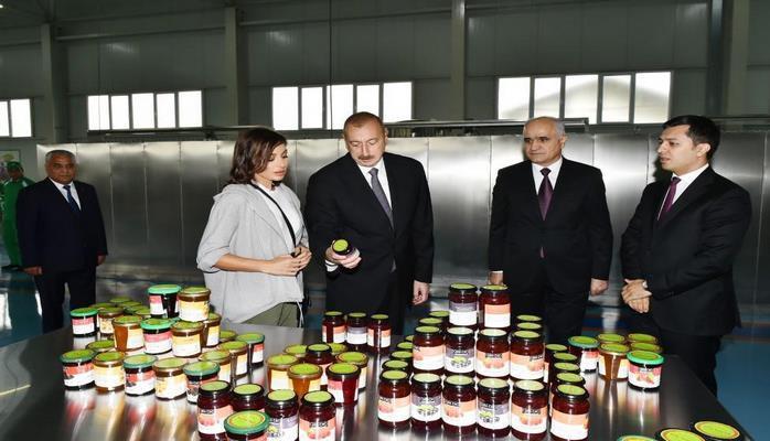 Президент Ильхам Алиев и Первая леди Мехрибан Алиева приняли участие в открытии завода ООО «Губаэкоаграр»