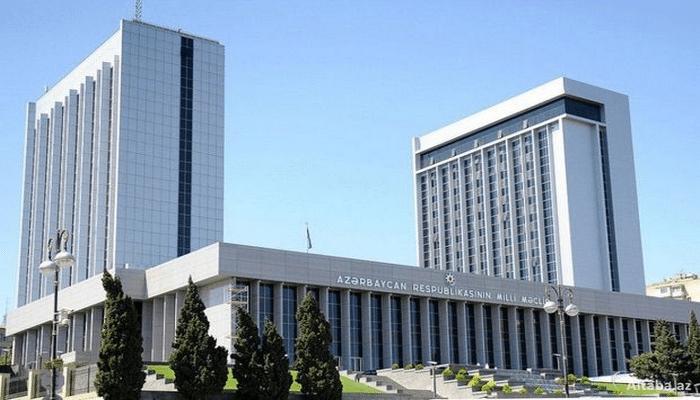 Hökumətin, ombudsmanın, Dövlət Komitəsinin hesabatına baxılma müddəti təxirə salındı