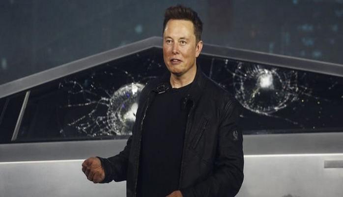 """Elon Musk, """"şüşə skandalına"""" baxmayaraq avtomobil üçün 200 min sifariş aldığını açıqladı"""