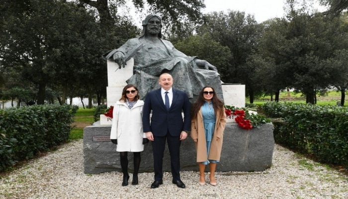 Ильхам Алиев посетил в Риме памятник Низами Гянджеви