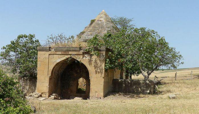 Исторический памятник Азербайджана на грани разрушения