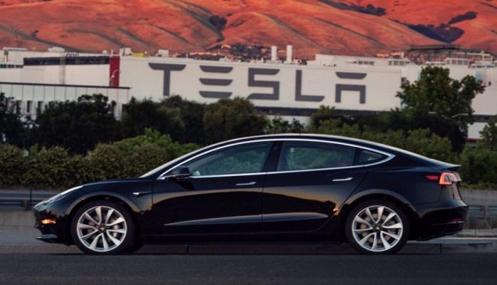 Tesla avtopilotu qəzadan yayındı: real nümunə