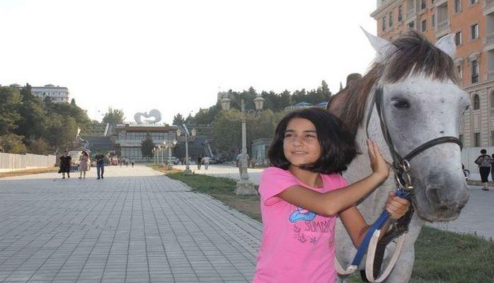Generalın qəbul etdiyi qız: Arzum Qarabağ atımın olmasıdır