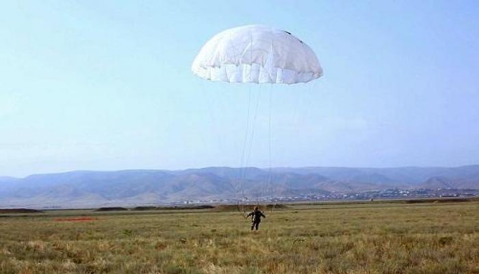 Paraşüt açılmadı, lakin möcüzəli şəkildə sağ qaldı
