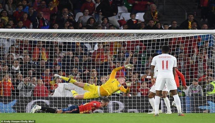 Дубль Стерлинга принёс сборной Англии победу над Испанией в Лиге наций