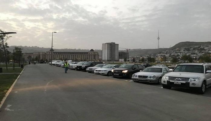 Парковка на новом бакинском бульваре стала полностью платной