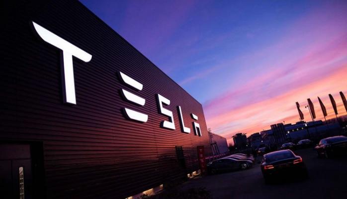 Tesla раньше срока передала покупателям первую партию собранных в Шанхае электромобилей
