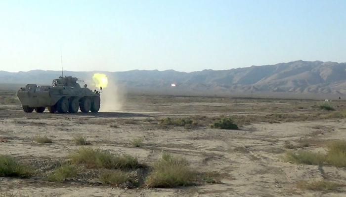 Экипажи бронетехники совершенствуют боевые навыки