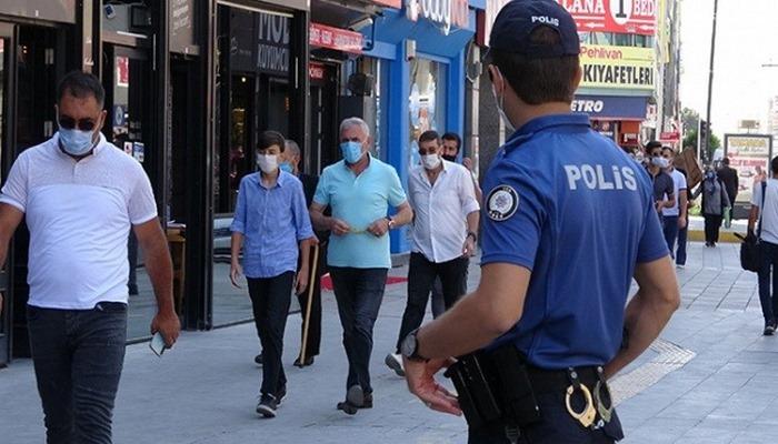 Ceza yememek için polisten kaçmayı düşünen vatandaş güldürdü