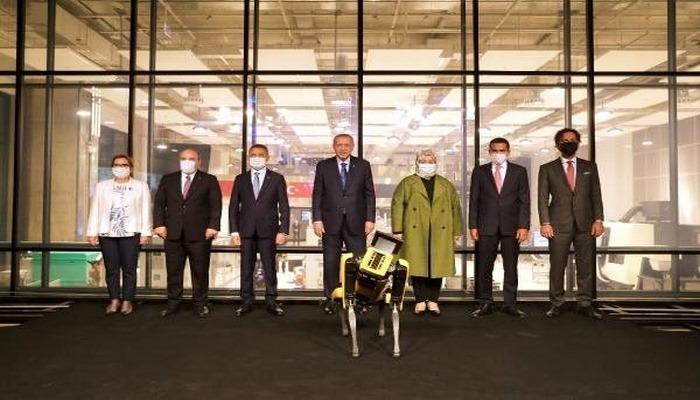 Cumhurbaşkanı Erdoğan, Teknoloji merkezinin açılışını robotla yaptı