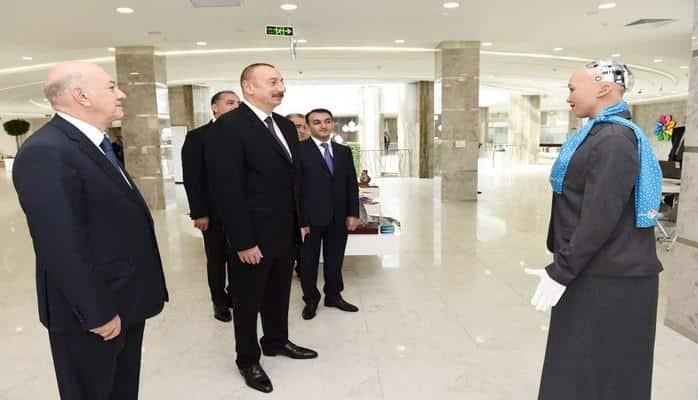 Ильхаму Алиеву представили робота Софию