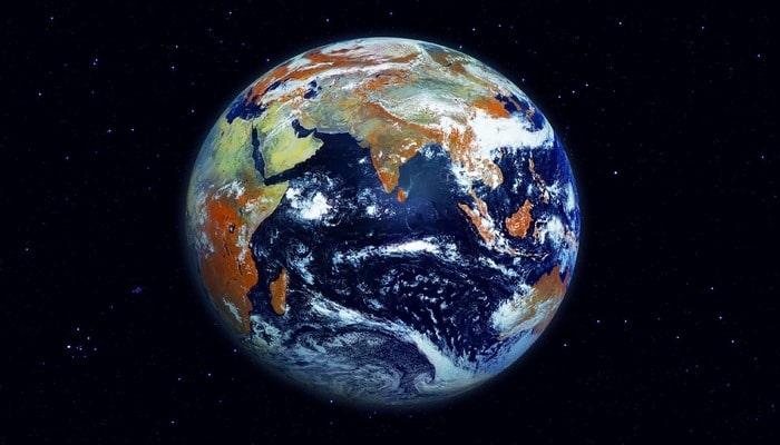 Planetimiz neçə yaşındadır