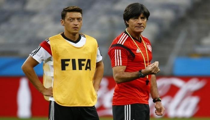 Тренера сборной Германии не пустили на базу «Арсенала» для разговора с Озилом