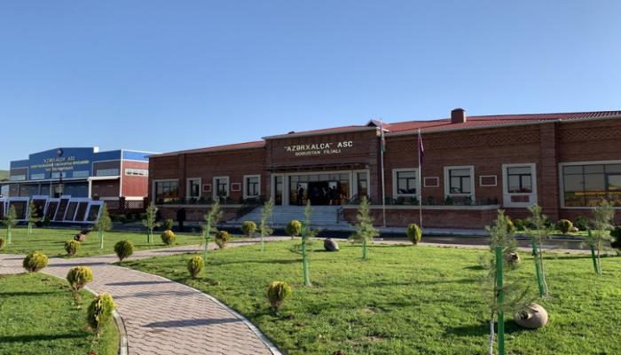 """Prezident İlham Əliyev və birinci xanım Mehriban Əliyeva """"Azərxalça""""ın Qobustan filialının açılışında iştirak ediblər"""