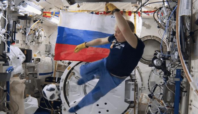 Kosmonavtlar kosmosda futbol oynadılar