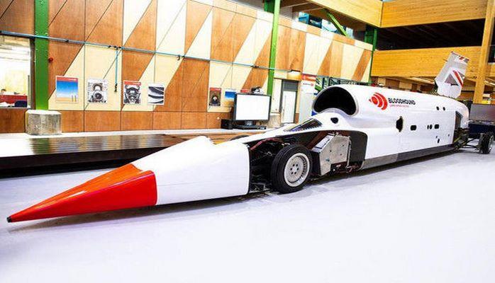 Səsdən daha sürətli maşın yeni rekorda imza atdı: 790 km/saat