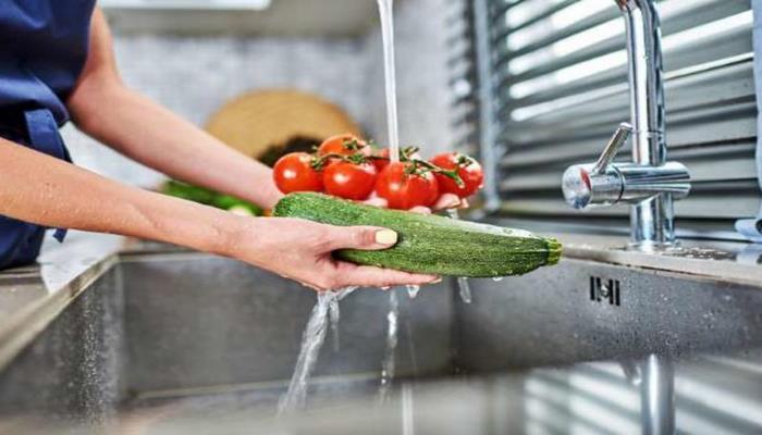 Как смыть химию с магазинных фруктов и овощей