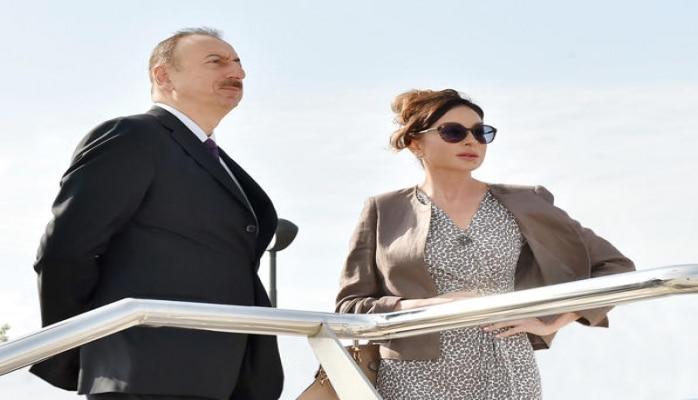 Президент Азербайджана Ильхам Алиев и Первая леди Мехрибан Алиева  ознакомились с работами по благоустройству, проведенными вокруг усыпальницы Шаххандан в Шамахы