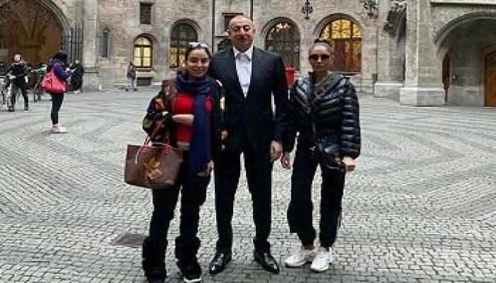 Ильхам Алиев с семьей на прогулке по Риму