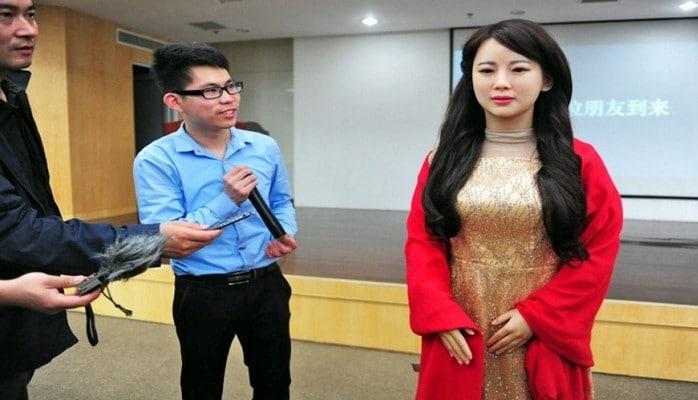 Çinin yerli televiziya kanalında xəbərlər proqramını robotlar aparacaq